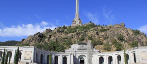 El prior del Valle de los Caídos se rebela contra el gobierno y homenajea a Franco