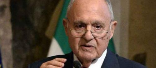 Ministro Paolo Savona indagato per usura bancaria