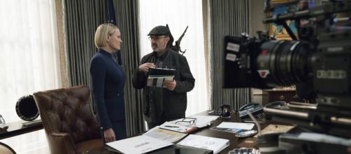 Robin Wright (izquierda) en su papel de Claire Underwood, tendrá mayor protagonismo en la sexta temporada - pousta.com