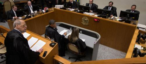 Sepúlveda Pertence receberia até hoje por contrato feito nos governos petistas