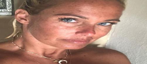 Sonia Bruganelli: la moglie di Paolo Bonolis è piena di rughe, la foto sconvolge il web