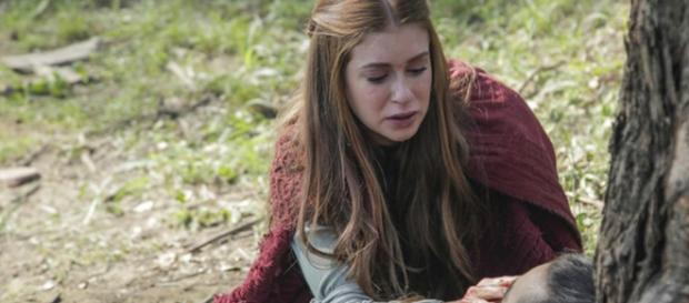 Amália perdoa Virgílio antes dele partir para sempre