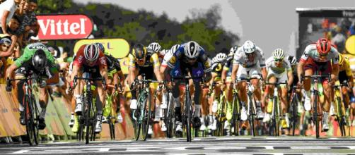 La etapa del Alpe d'Huez del Tour se ve empañada por incidentes ocasionados por el público