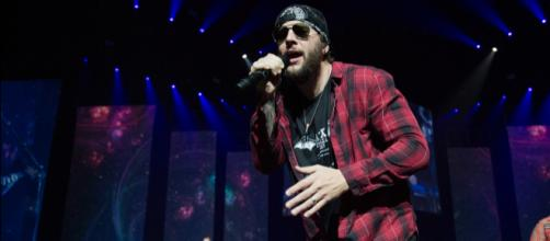 M. Shadows has voice problems. image - revolvermag.com