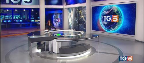 Tg5 nuovo logo | Grafica | Titoli | Telegiornale Canale 5 - altrospettacolo.it