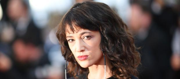 Asia Argento chiama Salvini me**da, lui le risponde 'Che problemi hai?'