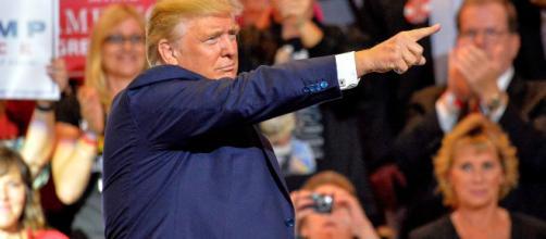 Per Google Immagini, Trump è un idiota e lo mostra tramite ricerche