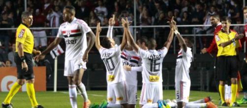 São Paulo vence Corinthians de goleada no Brasileirão