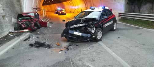 Napoli, pattuglia dei carabinieri travolta da un'auto: due morti e un ferito grave