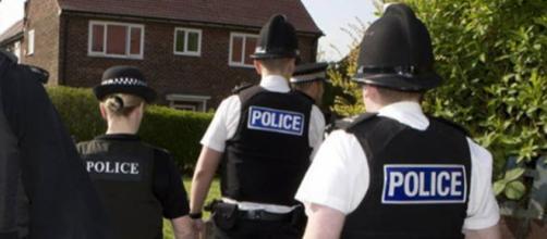 nella foto: polizia inglese - fonte della foto: albertoforchielli.com