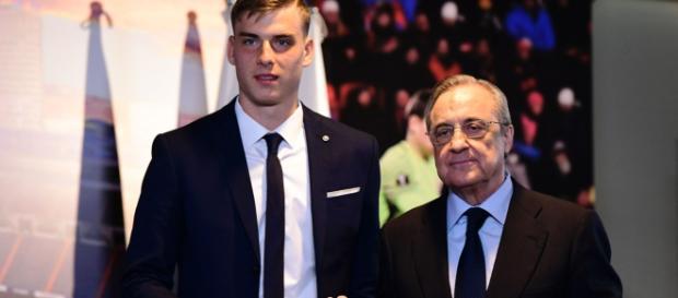 El Real Madrid presenta a Andriy Lunin como nuevo portero del club