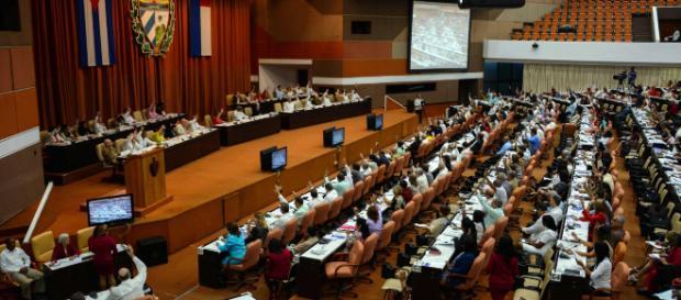 Cuba elimina la palabra comunismo de su nueva Constitución