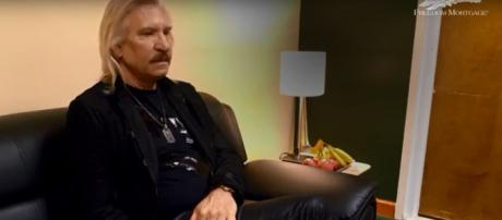 Eagles guitar great Joe Walsh is looking forward to Veterans Day with Chris Stapleton in Tacoma. [Image Source: ConnectingVets - YouTube]