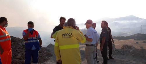 Desalojadas 50 personas de sus viviendas por un incendio forestal en Casares