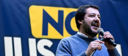 Nella foto: Matteo Salvini durante una conferenza - fonte della foto: mediaset.it