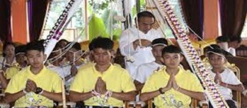Niños rescatados en Tailandia serán iniciados como monjes