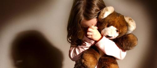 4a6386775b Calenzano, prete abusa di una bambina di 10 anni: 'Ha preso lei l ...