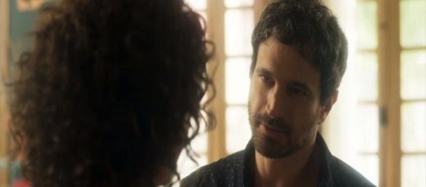 Edgar termina namoro com Cacau e apanha. (Foto: Divulgação TV Globo)