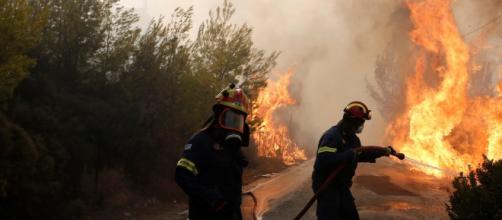 Al menos 50 muertos y 156 heridos en varios incendios en Atenas