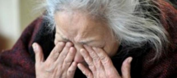 Cremona, anziana sola chiama i carabinieri e finge di sentire i ladri.