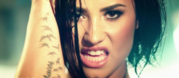 Demi Lovato ricoverata per sospetta overdose - YouTube.
