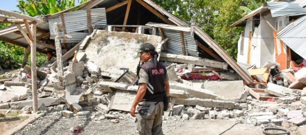 Indonesia, l'isola di Lombok colpita da un violento terremoto.