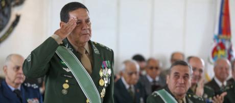 General Mourão é filiado ao PRTB, mas articula para Bolsonaro I Galeria BN