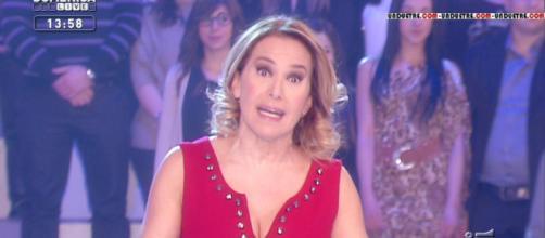 Barbara D'Urso: la conduttrice Mediaset con i Gigli di mare in mano, scatta la polemica