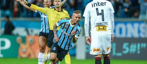 Everton marcou os dois gols do Grêmio