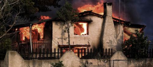 Afectados por el incendio forestal en Grecia niegan haber recibido un aviso de precaución