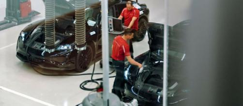 Porsche Taycan, primi dettagli dell'anti-Tesla di Stoccarda