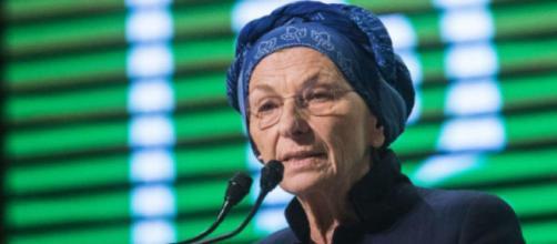La ricetta di Emma Bonino sull'immigrazione: sanatoria
