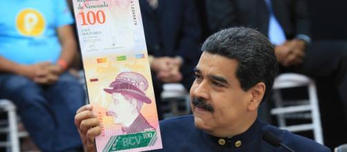 VENEZUELA/ Maduro le quita 5 ceros al bolívar y anuncia nuevo cono monetario