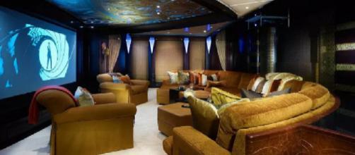 O iate luxuoso de Beyoncé e Jay Z: sala de cinema, piscina e heliponto