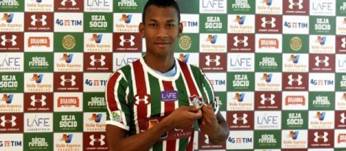 Último reforço contratado, Bryan Cabezas foi apresentado nesta sexta-feira pelo Fluminense (Foto: Mailson Santana)