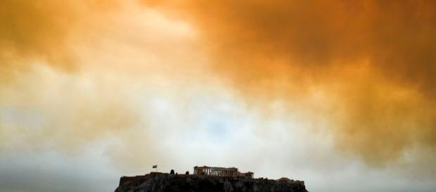 Atene brucia. I video degli incendi che devastano la Grecia - Il ... - ilfoglio.it