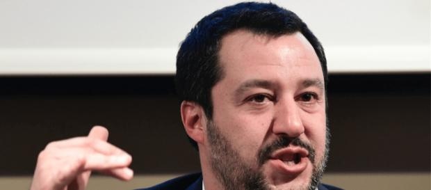 Il vicepremier Matteo Salvini non si ferma sulla questione migranti, ma a Milano l'attende il sindaco Sala