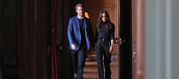 LONDRES / El príncipe Harry le pide a Meghan Markle vestir con traje sastre