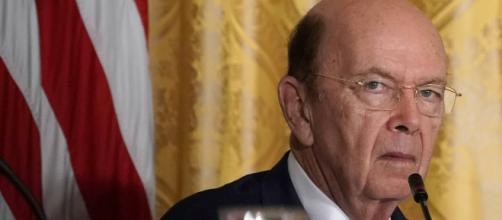 EE.UU./ Secretario de Comercio robó 120 millones de dólares a socios, reporta Forbes
