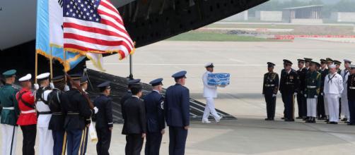 EE.UU. recibe los restos de los soldados caídos tras la guerra de Corea