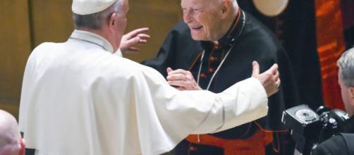 El papa Francisco aceptó la renuncia del arzobispo McCarrick acusado de abusos sexuales