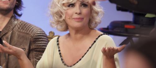 Tina Cipollari smentisce le voci sulla quarta gravidanza.