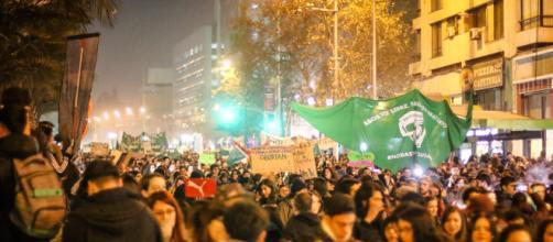 Tres chilenas fueron apuñaladas en medio de una marcha feminista