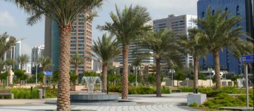 View of a public space in the center of Abu Dhabi, UAE [Image courtesy – Imre Solt, Wikimedia Commons]