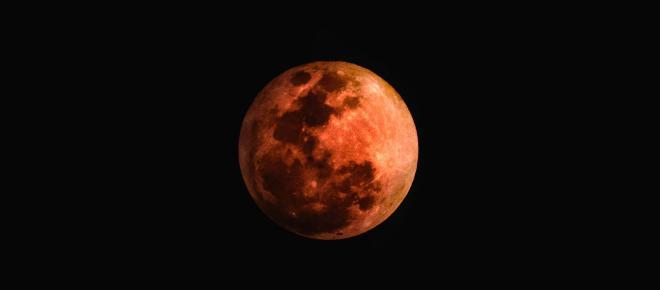 INDIA/ Los templos cierran por temor a que la Luna de Sangre desate energía negativa