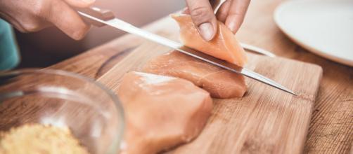 Grecia, turista inglese mangia pollo crudo e muore.