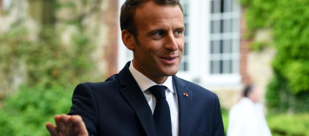 La cote de popularité d'Emmanuel Macron en hausse malgré l'affaire