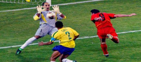 Goleiro Marcos em ação no jogo de 2002