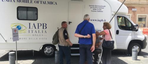 Camper medico-oculistico hi-tech della IAPB Italia onlus (Roma, piazza S. Silvestro, 2-3 luglio)