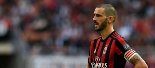 Leonardo Bonucci attende di conoscere gli sviluppi del futuro del Milan sul piano societario: intanto si muovono i top club europei.